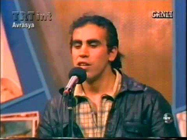 """1. """"Aşkın mapushane içinde ben mahkum"""" diyerek onun sayesinde Anadolu rock ile bir bağımız oldu. Rock ya da metal müzik sevmeyenler bile onun tarzı sayesinde bu türe yakınlaştı."""