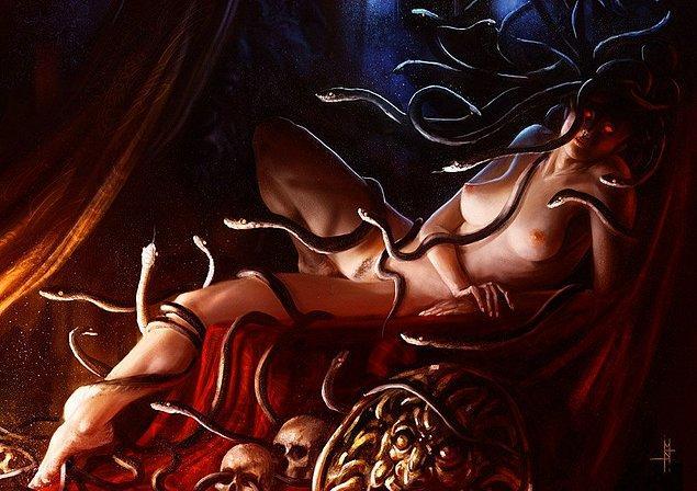 Kadının yılan ile bağdaştırılarak sembol haline getirilmesi farklı inanç sistemlerinde oldukça yaygındır.