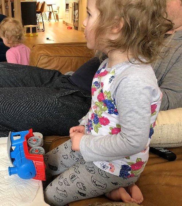 19. Fotoğrafta gerçek bir bebek ayağı görebilirsiniz.