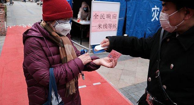 Güney Kore'de ortaya çıkan bulgular ise Kovid-19'a yakalanıp sonrasında iyileşmiş olanların sosyal mesafe kurallarına uyduğu takdirde koronavirüsü yayma riski olmadığını göstermekte.