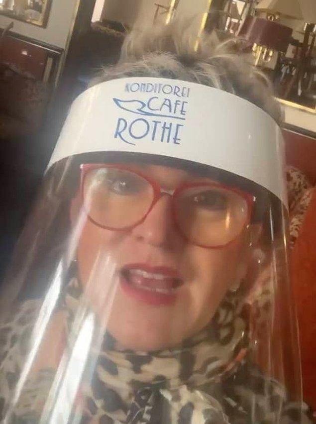 Kafe sahibi Jacqueline Rothe, sosyal mesafeyi sağlamak için yazılar asmak veya tabela koymak yerine bu çözümü bulduk diyerek durumu açıklıyor.