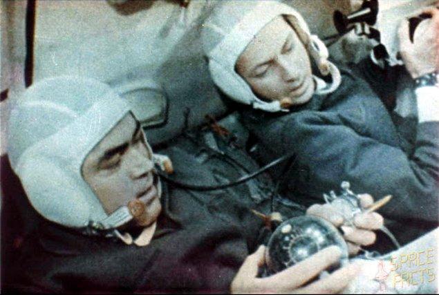 Uzayda oynanan ilk satranç müsabakası 1970 yılında Soyuz 9 ekibi tarafından yapılmıştır ve beraberlikle bitmiştir.