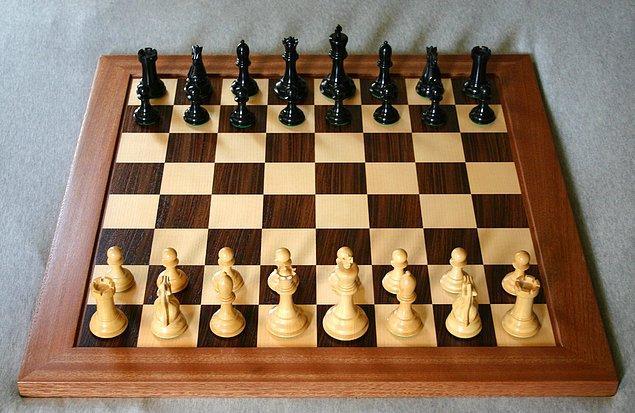 """""""Şah mat"""" sözü kral öldü manasındadır, İngilizcedeki """"Checkmate"""" bu kökenden gelmektedir."""