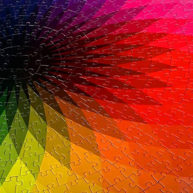 6. 1000 parçalık gök kuşağı renkli puzzle: