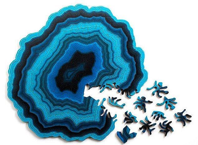 9. Beyninizi zorlayacak ilginç parçaları olan bir puzzle daha: