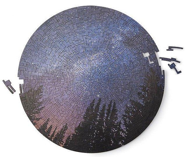 10. Samanyolu görseliyle ahşap, dairesel bir puzzle: