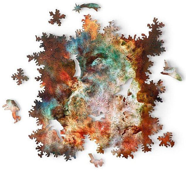 12. Sonsuz kombinasyonları ve ilginç şekilli parçalarıyla galaksi temalı puzzle: