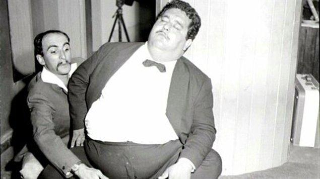 Necdet Tosun 3 Ağustos 1926'de Balıkesir, Burhaniye'de doğdu.