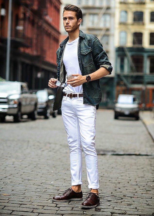 Beyaz pantolon, tartışmalı bir parça kesinlikle.