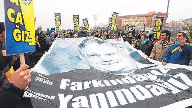 'En Büyük Delilimiz Alın Terimiz' pankartları ile sahaya çıkan futbolculardan tutun da taraftarına varana kadar aklanmaya kenetlenmiş bir Fenerbahçe vardı.