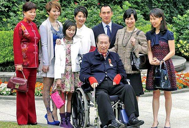 Ho, ilk karısı Clementina Angela Leitao ile 1942'de Makao'da evlendi.