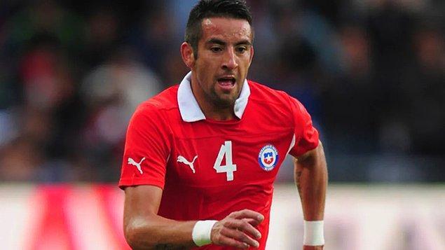 Şilili futbolcu milli takımın da vazgeçilmezlerinden.