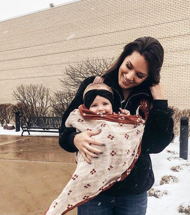 Lizzie hamilelik sürecini tek kelime ile 'travmatik' olarak özetliyor. Çünkü Lizzie kendini bir anda acilde doğum yaparken buldu.