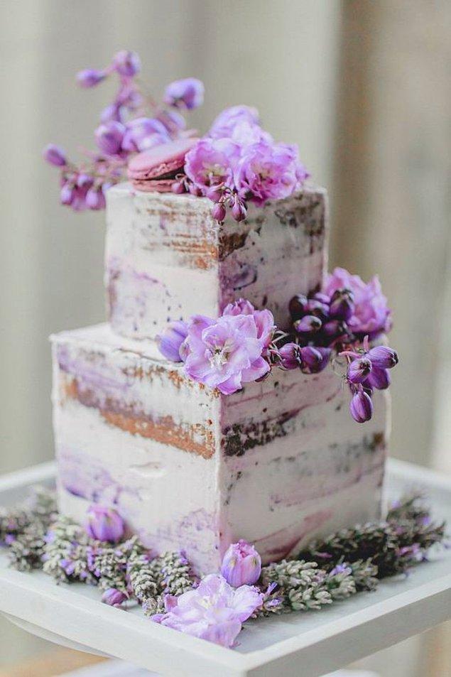 1. Bu yaz düğününüz varsa pastanızı mor renkle süsletmeniz harika olabilir.