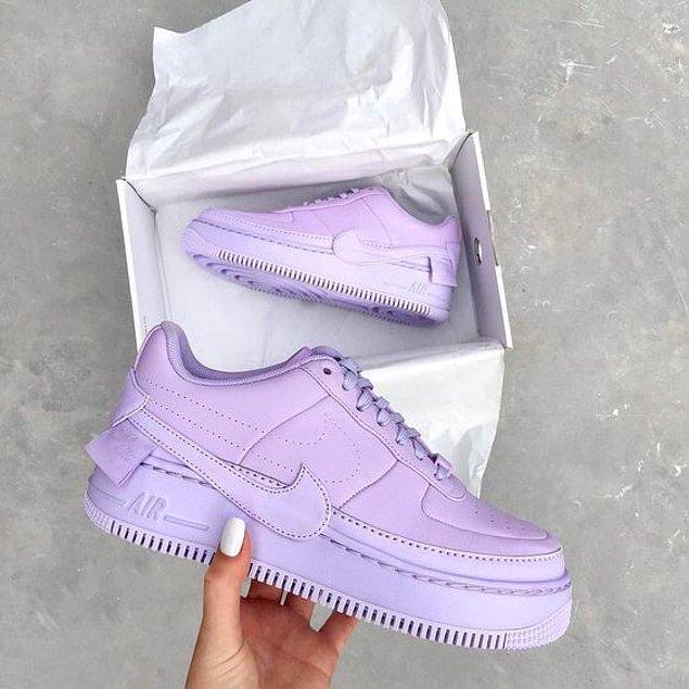 12. Ayakkabı ve çantalarınız da mor renge bürünebilir.