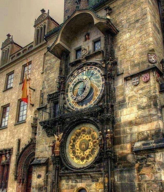 9. 600 yıllık Astronomik Saat Kulesi, Prag.