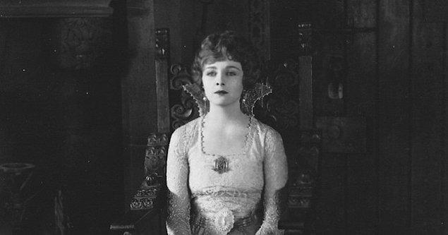"""Daha sonra """"Inspiration"""" gibi filmlerde rol aldı, Amerika'da bir filmde soyunan ilk kadın oldu."""
