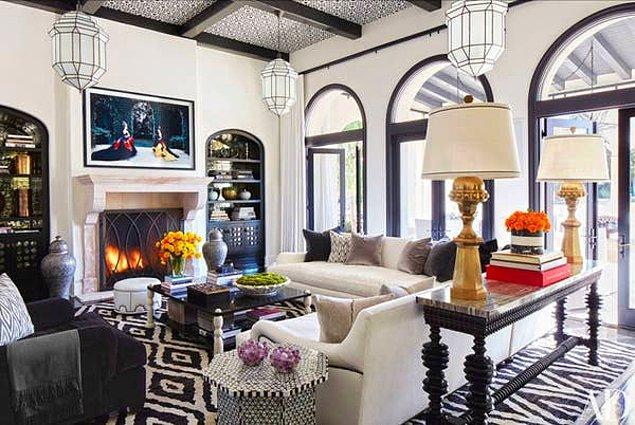 İşin aslı, Khloe bu malikaneyi 2014 yılında Justin Bieber'dan 7.2 milyon dolar karşılığında satın almış. Yani ev satılırsa 10 milyon dolar kar etmiş olacak.