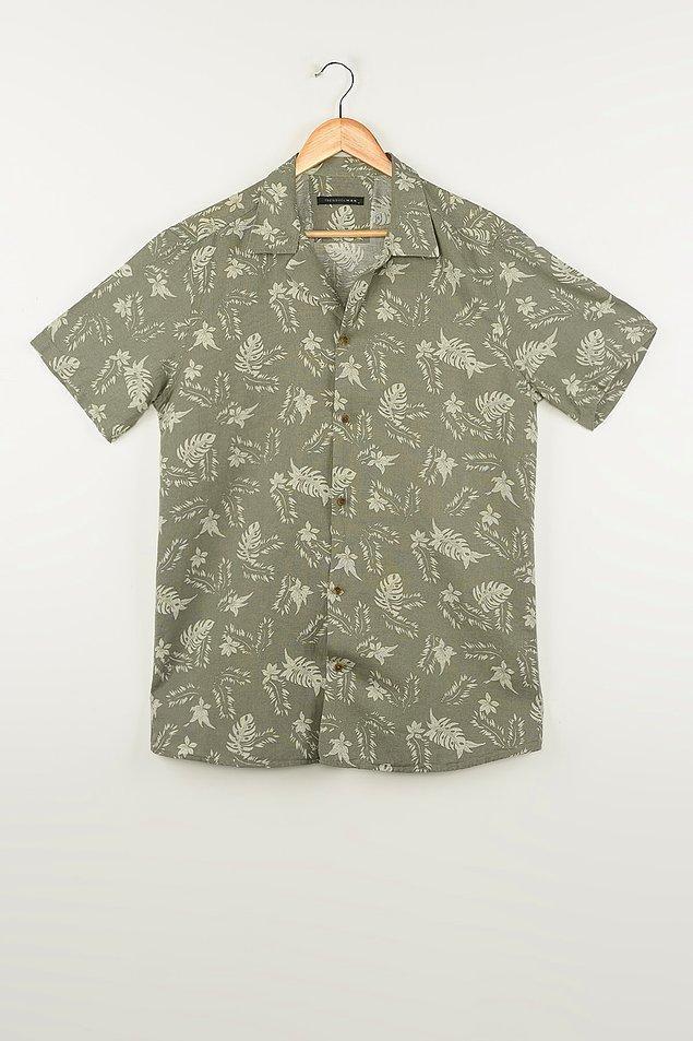 11. Haki renk ve çiçek desenli bu keten gömleği de çok beğendiğimiz için listemize dahil ettik.