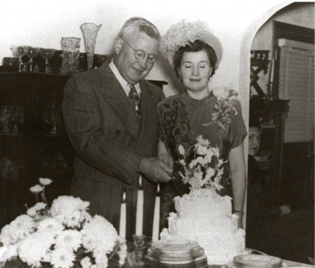 Ayrı yaşadığı eşinden ayrıldıktan sonra 1948 yılında asistanı Claudia Ledington ile evleniyor.