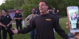 ABD'de  'Biz Bu Değiliz' Diyen Bir Şerif, Protestoculara Katıldı