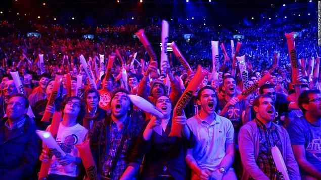 Esporda, pandemi döneminde bazı turnuvalar ertelense de büyük ligler seyircisiz ve online bir şekilde devam etti.