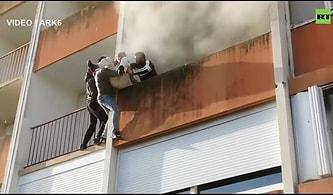 Yangında Mahsur Kalan Yaşlı Adamı Kurtarabilmek İçin Seferber Olan Gençler