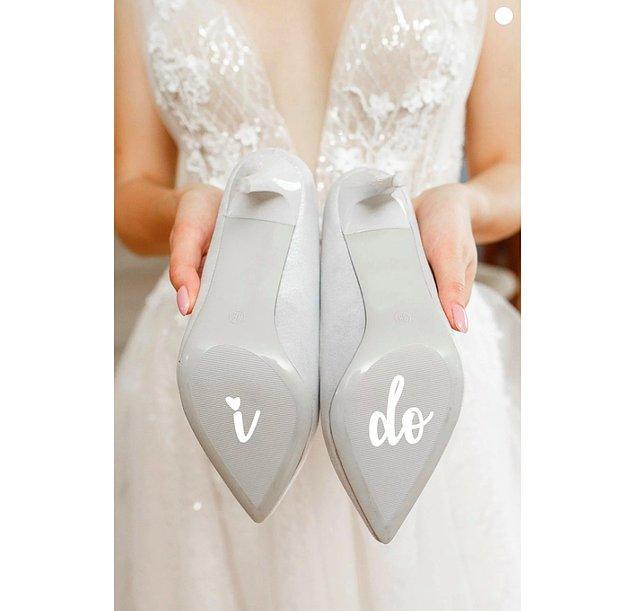 13. Yeri gelmişken söyleyeyim: Ayakkabılarınızın tabanını bu tatlı stickerlarla süsleyebilrisiniz.