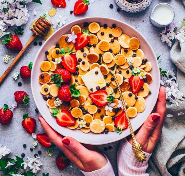 1. Aslında normal pancake ile arasında çok fark olmasa da ponçikliğiyle gönülleri kazanan: Kahvaltılık gevrek pancake