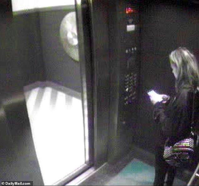 Üçünün de bulunduğu bu fotoğraflar Depp şehir dışında olduğu sırada Amber Heard ile oturdukları evin asansöründe çekilmişti.
