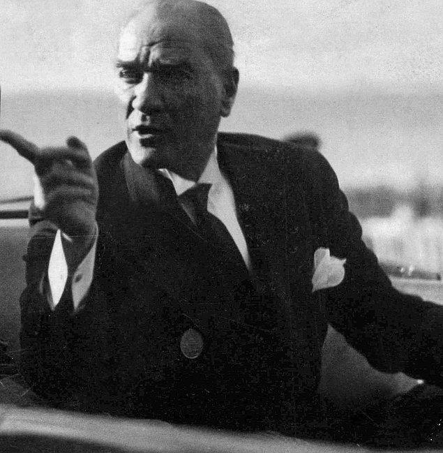 Sözlerine, 'hem cumhurbaşkanlığını devam ettirip hem de başbakan olabilmenin' kanunda yeri olmadığını belirterek devam eden Mustafa Kemal şöyle der: