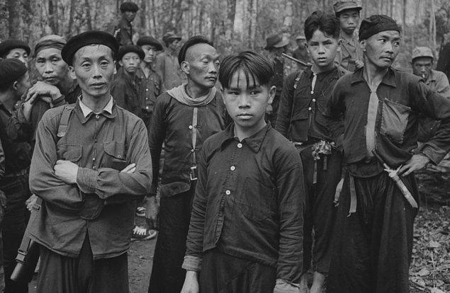 15. 1960'larda CIA Hmongları Vietnam'da ABD saflarında savaşmaları için tutmuş, savaşın ardından bu insanları kendi hallerinde terk etmişti.