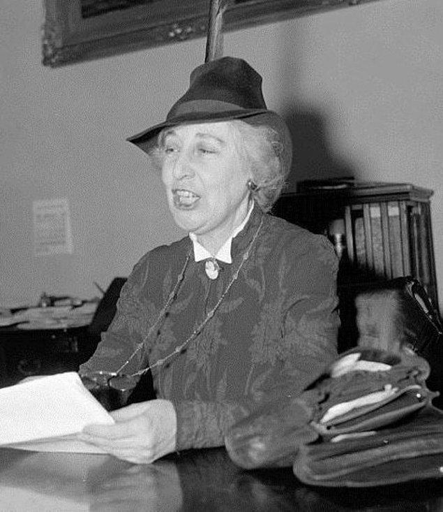 14. Kadınlara oy kullanma hakkı verilmeden önce bir kadın Amerika Birleşik Devletleri Kongresi'ne katıldı.