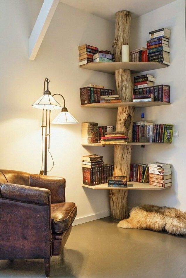 12. Bu kitaplıktaki ağaç gövdesi detayı çok şık durmamış mı?