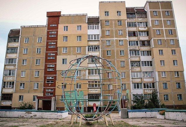 4. Çernobil'den kurtulan insanlar için Slavutych isimli başka bir şehir kurulmuştu. Bu şehrin kurulması için yapılan masrafın %85'ini reaktör şirketi ödemişti.