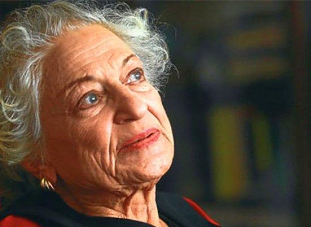 12 Ocak 1931 tarihinde dünyaya gelen Leyla Erbil, lise eğitimine kadar İstanbul'un Avrupa Yakası'nda Fatih ve Beşiktaş semtleri arasında bir hayat sürdü.