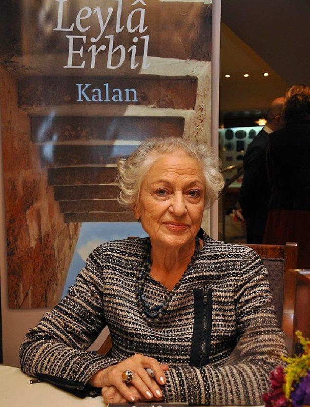 1956 yılında ilk öyküsü Uğraşsız'ı yayımlayan Leyla Erbil, farklı edebiyat dergilerinde yazmaya devam etti. Ancak kendine ait bir üslup kullandığı için toplumsal tabularla mücadele etti.