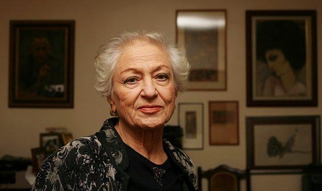 Leyla Erbil'in eserlerini özgün yapan en önemli öge dili kurgu ve estetiğe önem vererek kullanmasıydı. İç monologlar, metinlerde bilinç akışını kullanması dilin kalıplaşmış kurallarının dışına çıkmasını sağladı.