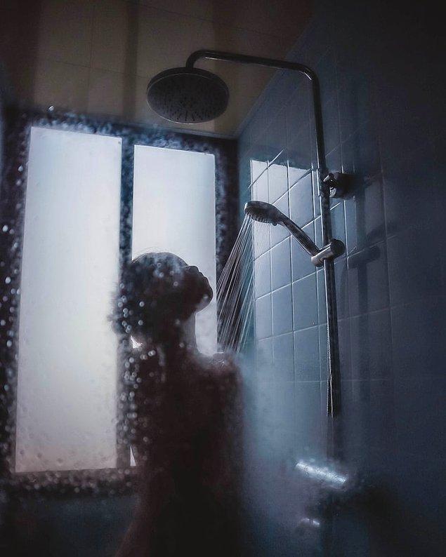 Saçınızı olabildiğince sıcak suyla yıkamaya çalışın. Tabii eğer suyunuz kireçliyse!