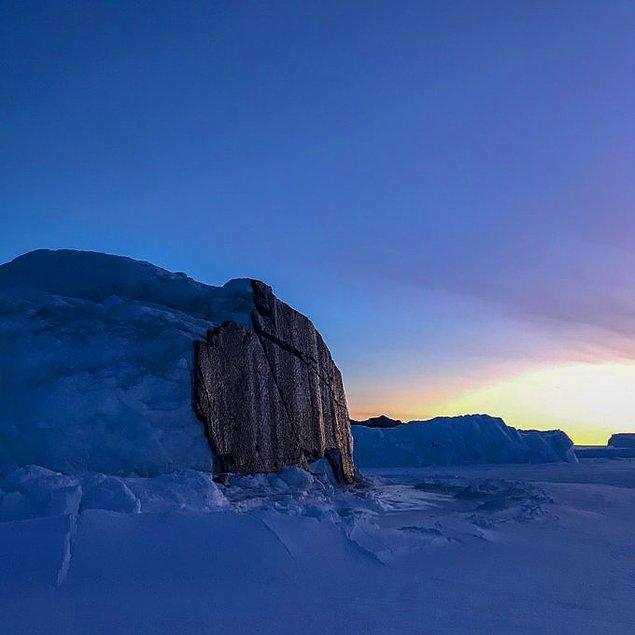 """""""Buzullardaki jeolojik aktivite şöyle işliyor; uçurumun kıyısı aşağı hareket edince parçalanıyor ve gerisini de yanında sürüklüyor."""""""