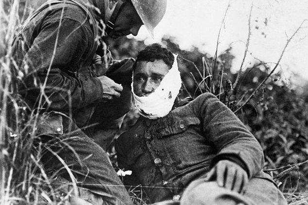 4. Birinci Dünya Savaşı sırasında bazı yerlerde korkaklık gösteren askerler vuruluyordu. Şimdilerde anlaşılıyor ki, bu askerler korku değil, travma sonrası stres bozukluğu yaşıyorlardı.