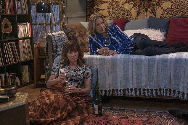 Geçtiğimiz günlerde ise dizinin oyuncularından Christina Applegate, Linda Cardellini ve James Marsden dizinin üçüncü sezonunun son sezonu olacağını açıkladılar.