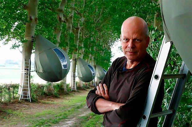 Hollandalı sanatçı Dre Wapenaar, Belçika'nın Borgloon kasabasında yer alan bir alanda sosyal mesafeli gözyaşı çadırlarını tasarladı.