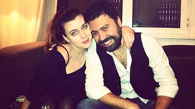 İstanbul Aile Mahkemesi'ne sunulan dilekçede Bülent Emrah Parlak'ın evlilikleri boyunca sürekli olarak Burcu Gönder'i eleştirdiği, bu eleştirilerin hakarete vardığı ifade edilmiş.