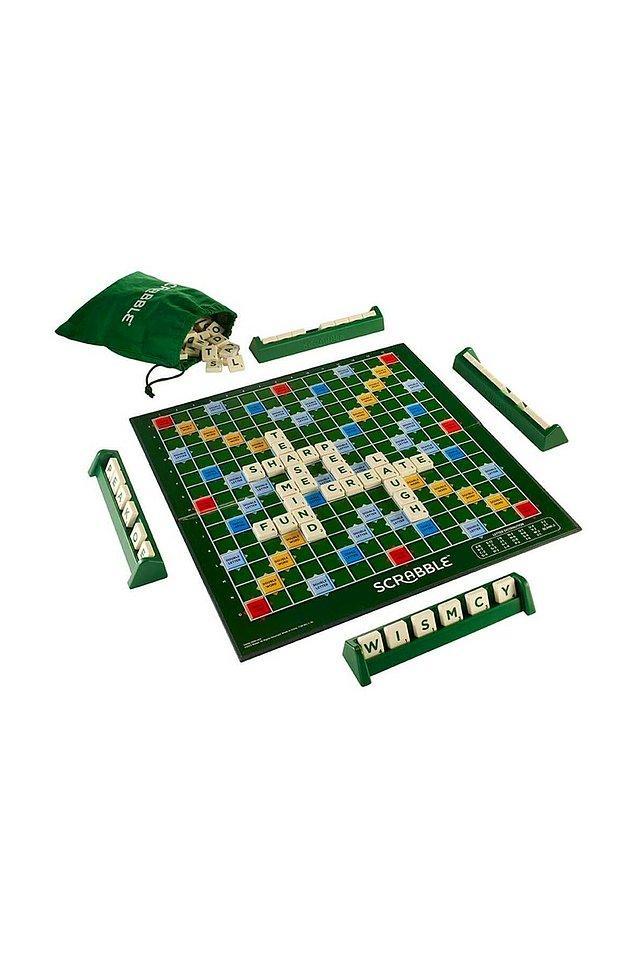 5. Kelime bulma oyunu dediğimizde akla ilk gelen Scrabble! Üstelik ister Türkçe, ister İngilizce isterseniz de İspanyolca seçeneği ile. Evde dil öğrenenler varsa oynarken öğrenmek için harika bir yol.
