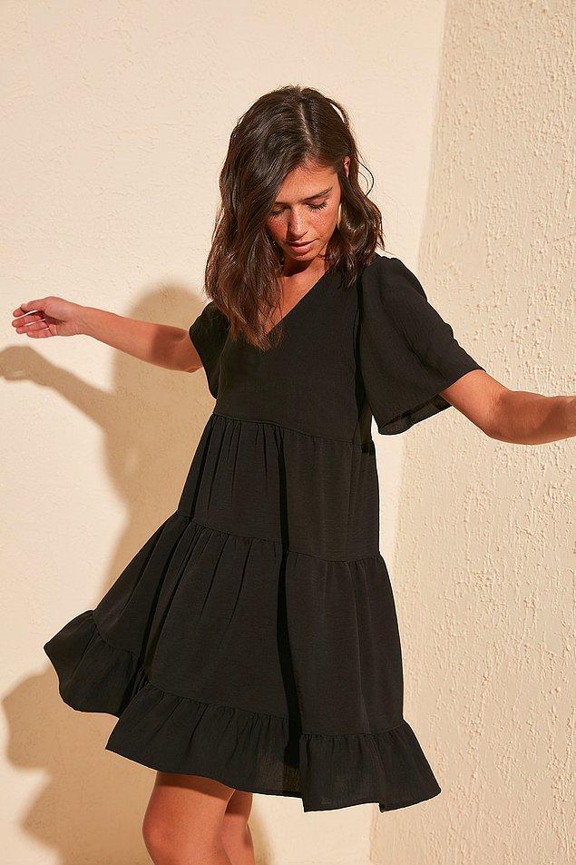 1. Hem etek boyu, hem de salaşlığıyla bu geniş kesim elbise kalbinize taht kurabilir.