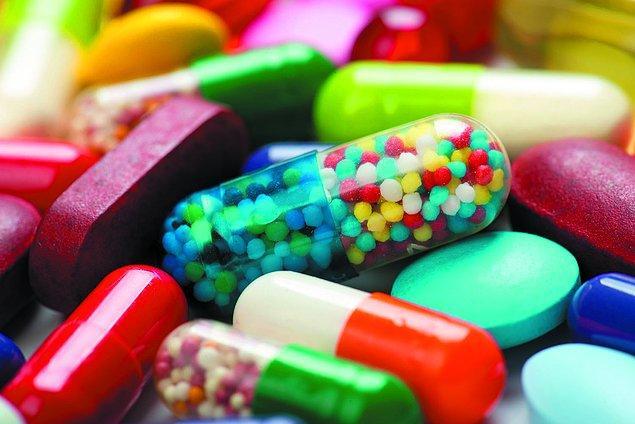 1930'ların ortalarında sülfonamid adı verilen sentetik ilaç sınıfının bakterilerle savaşabildiği ve enfeksiyonu tedavi ettiği kanıtlanmıştı.