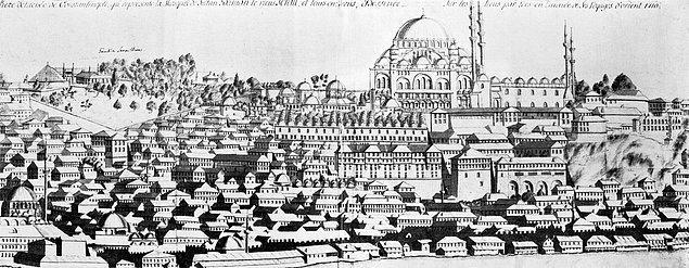 Görseldeki çizim, şimdi yerinde İstanbul Üniversitesi yerleşkesinin bulunduğu Eski Saray'a ait. Burası Osmanlı'nın İstanbul'daki ilk sarayı ve sizin de tahmin edeceğiniz üzere Fatih tarafından inşa ettirilir.