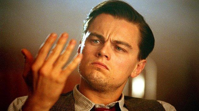 Bakalım hangi ünlüler OKB'den muzdarip? Dünyanın en ünlü aktörlerinden biri olan Leonardo DiCaprio ilk ismimiz. Çocukluğunda da bu rahatsızlıkla mücadele eden yıldızın hastalığı Aviator filmi çekimlerinde nüksetmiş.