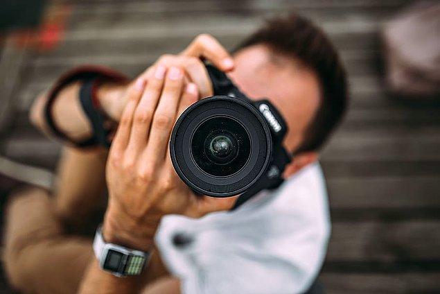 4. Fotoğraf makinesiyle hem kamufle olup hem de sanatçılığıyla dikkat çekmek isteyenler